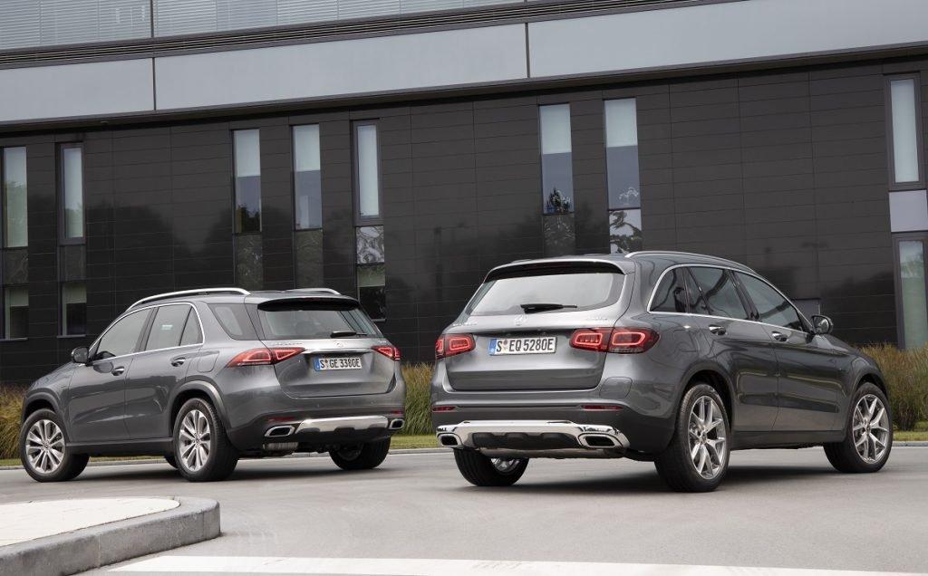 Imagen de los nuevos Mercedes GLE y GLC híbridos enchufables tres cuartos trasero de color gris
