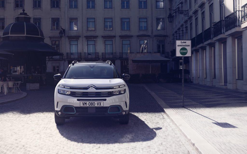 Imagen del Citroën C5 Aircross Hybrid en la calle