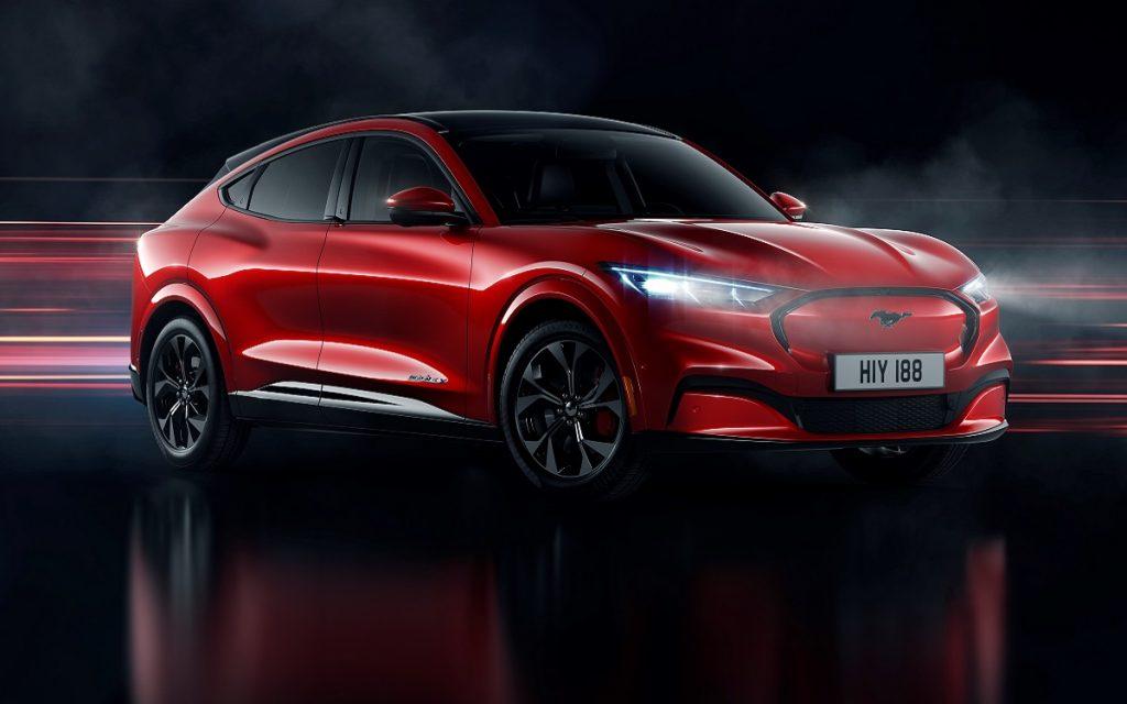 Imagen del nuevo Ford Mustan Mach E tres cuartos delantero en color rojo