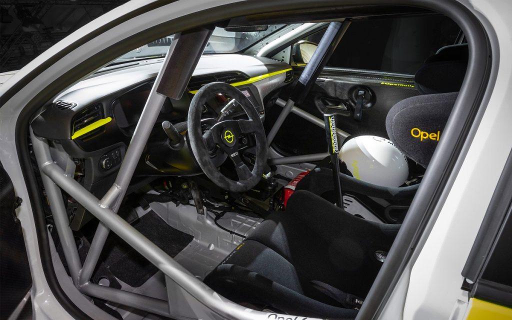 Interior del Opel Corsa e Rally R2