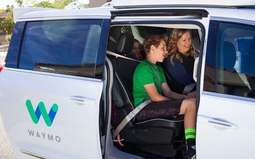 Imagen de una prueba de vehículos autónomos con Waymo