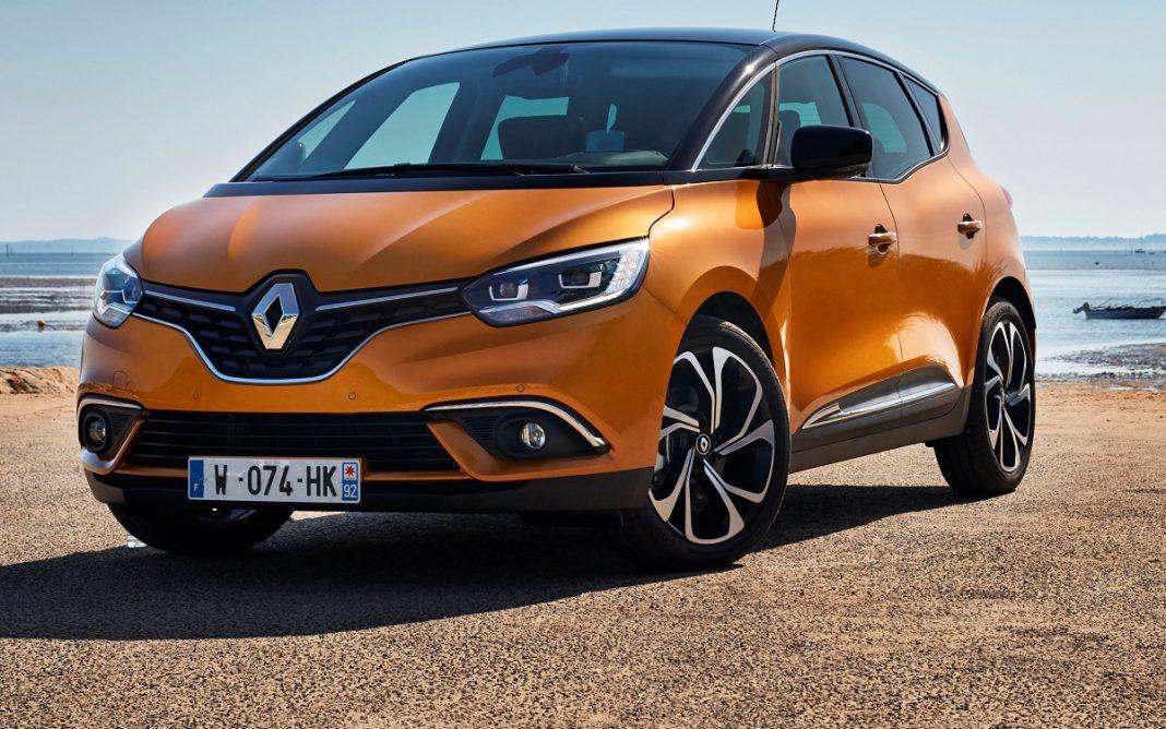 Imagen de un Renault Scénic de color naranja tres cuartos delantero
