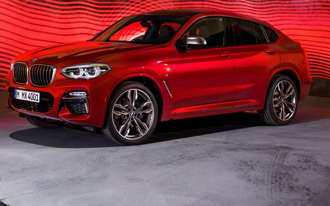 Imagen de un BMW X4 de color rojo