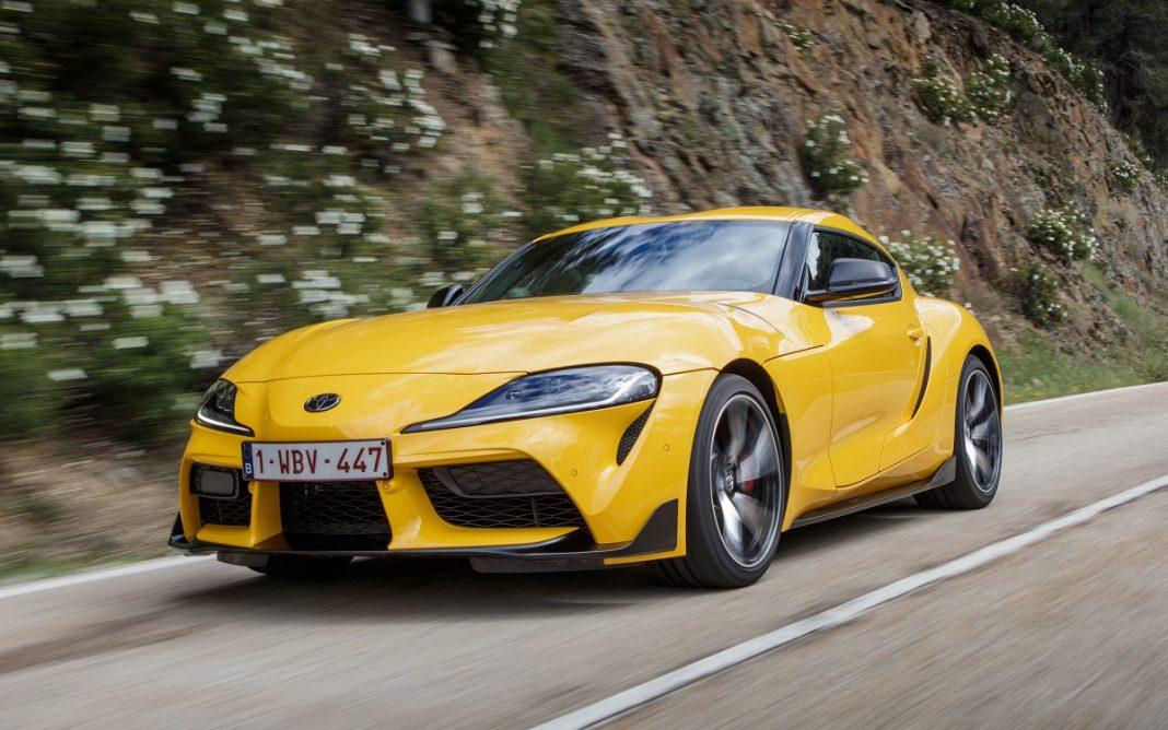 Imagen tres cuartos delantero del nuevo Toyota Supra GR de color amarillo