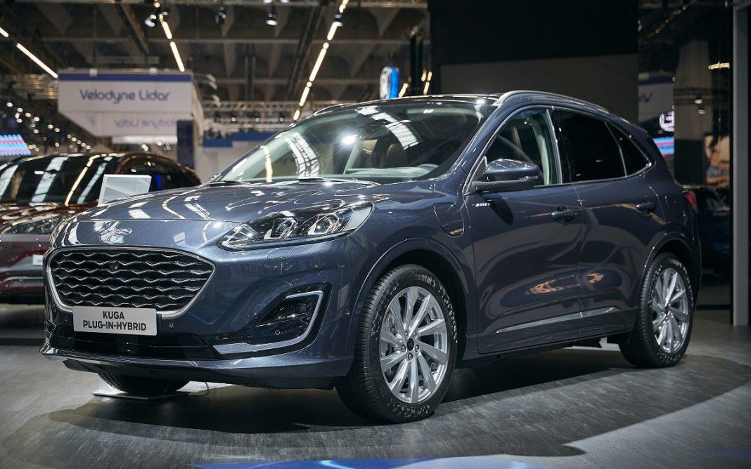 Imagen del nuevo Ford Kuga 2020 expuesto en un salón del automóvil