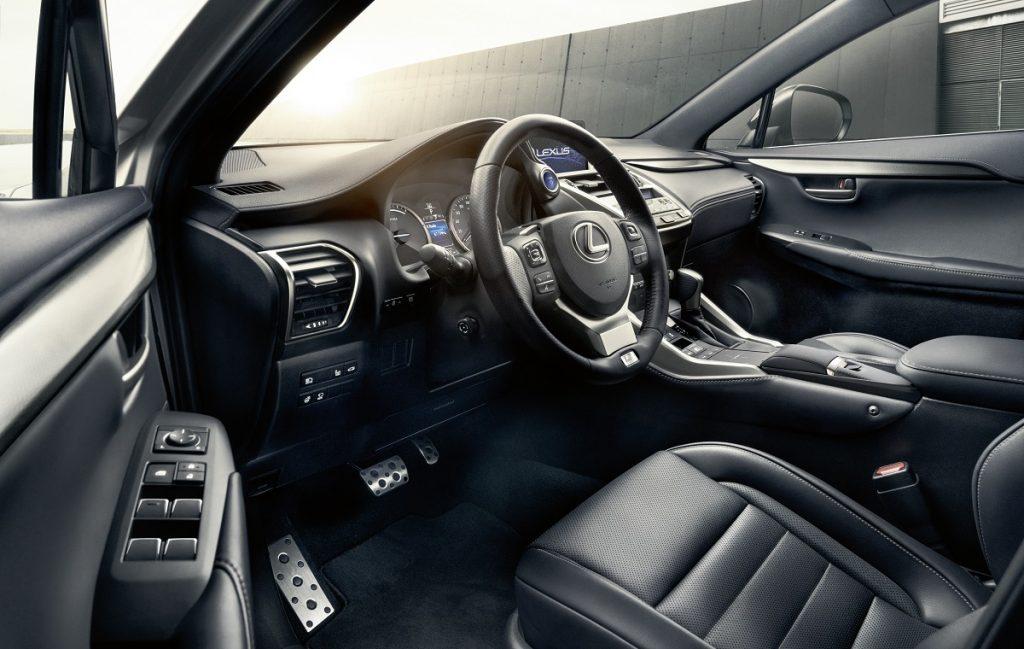 Imagen interior de un Lexus NX 300h de color blanco