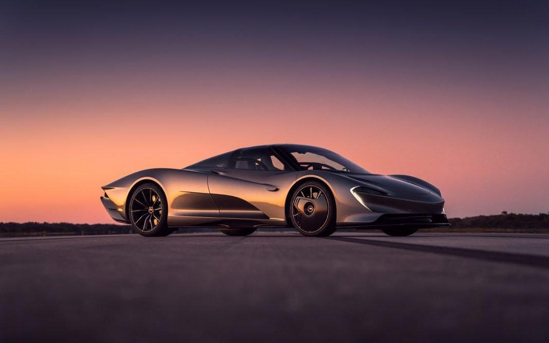 Imagen tres cuartos delantero del McLaren Speedtail en parado