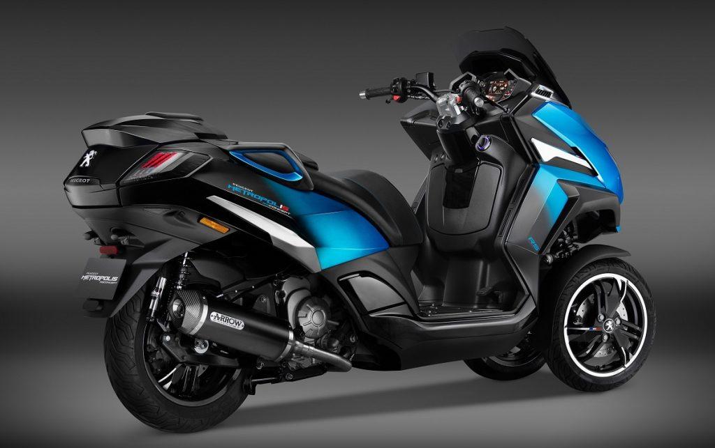 Imagen tres cuartos trasero del  scooter Metropolis RS