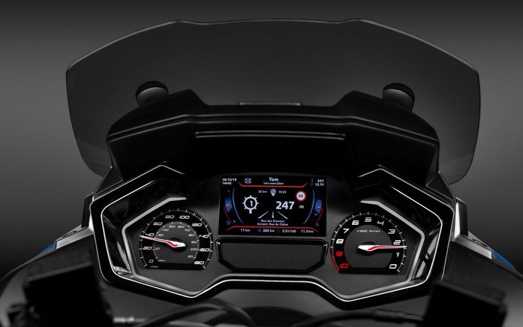 Imagendel cuadro de mandos del Peugeot llamado Metropolis RS