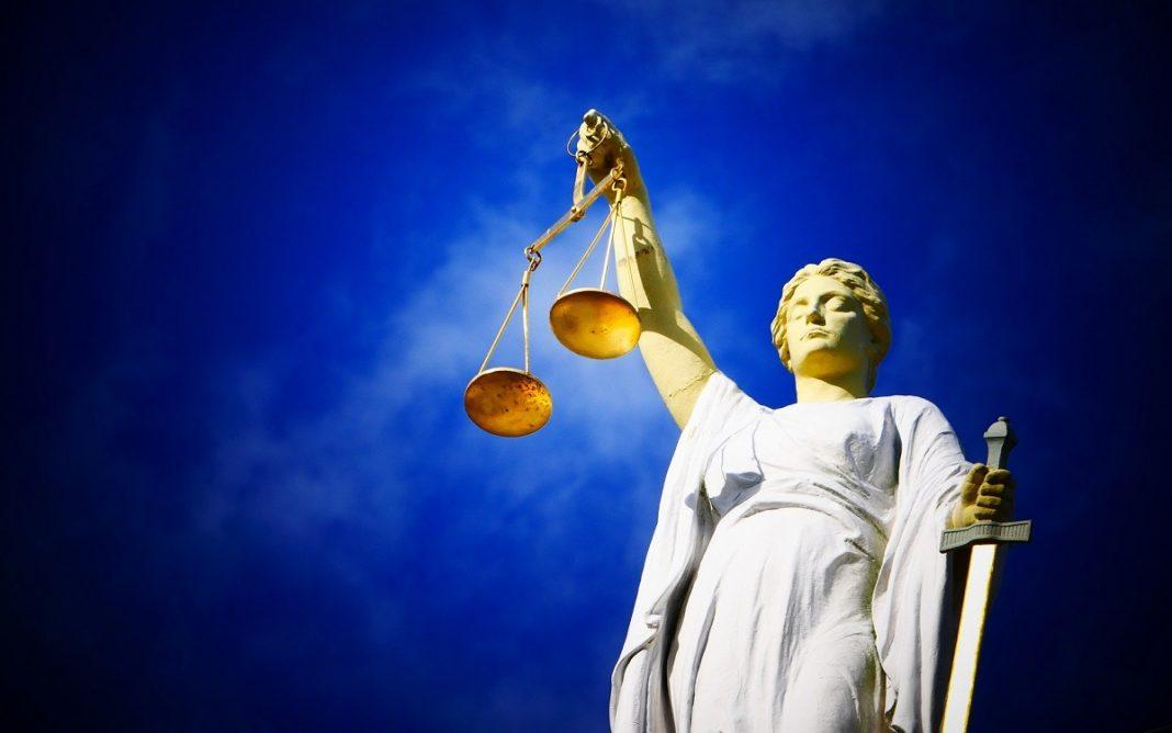 Imagen de una figura que representa la justicia