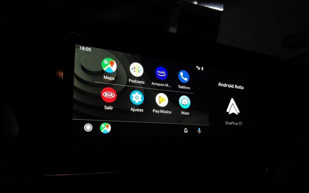 Algunas de las pantallas del sistema multimedia UVO del Kia Niro