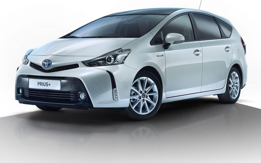 Imagen tres cuartos delantero de un Toyota Prius Plus