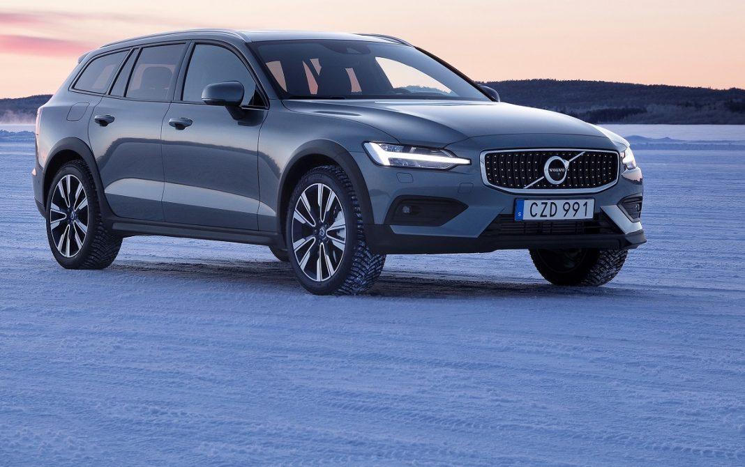 Imagen tres cuartos delantero del Volvo V60 Cross Country