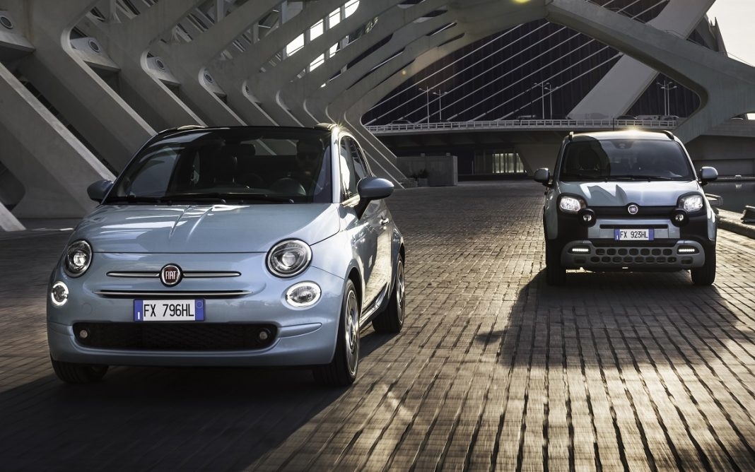 Imagen de un Fiat 500 y un Panda circulando por la ciudad de las artes y las ciencias de Valencia.