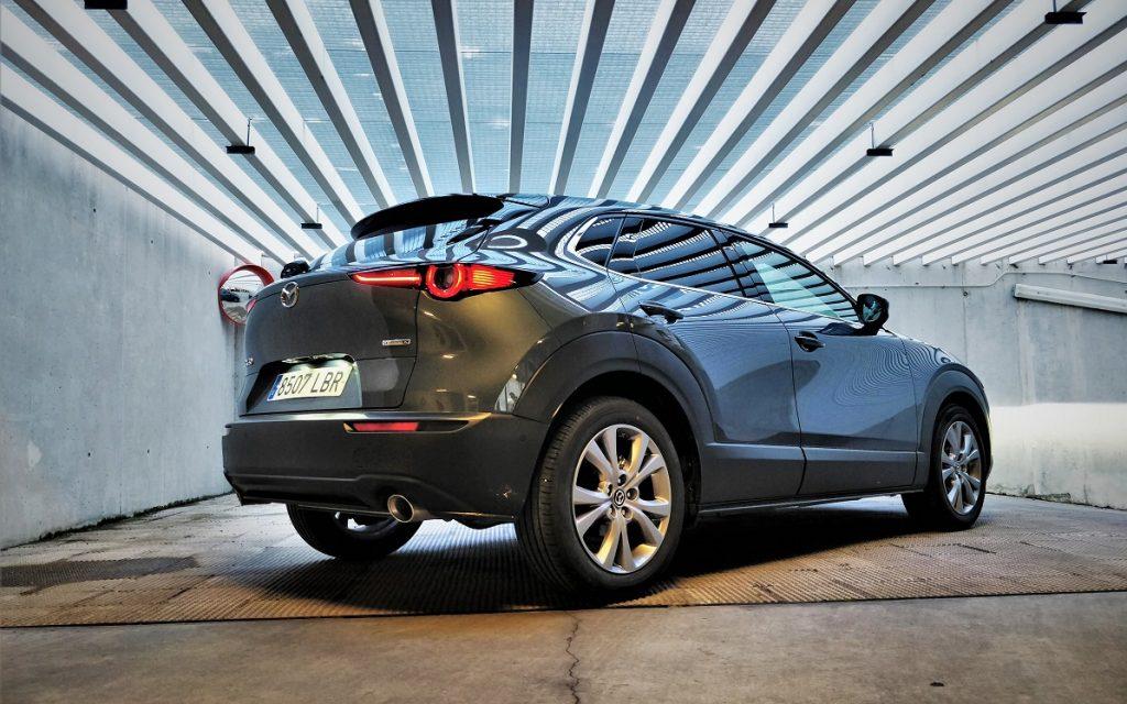 IMagen tres cuartos trasero del Mazda CX-30