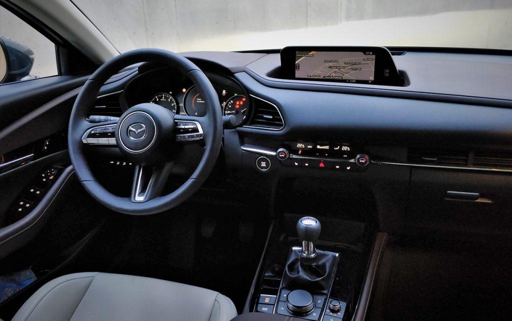 Imagen del salpicadero de un Mazda CX-30