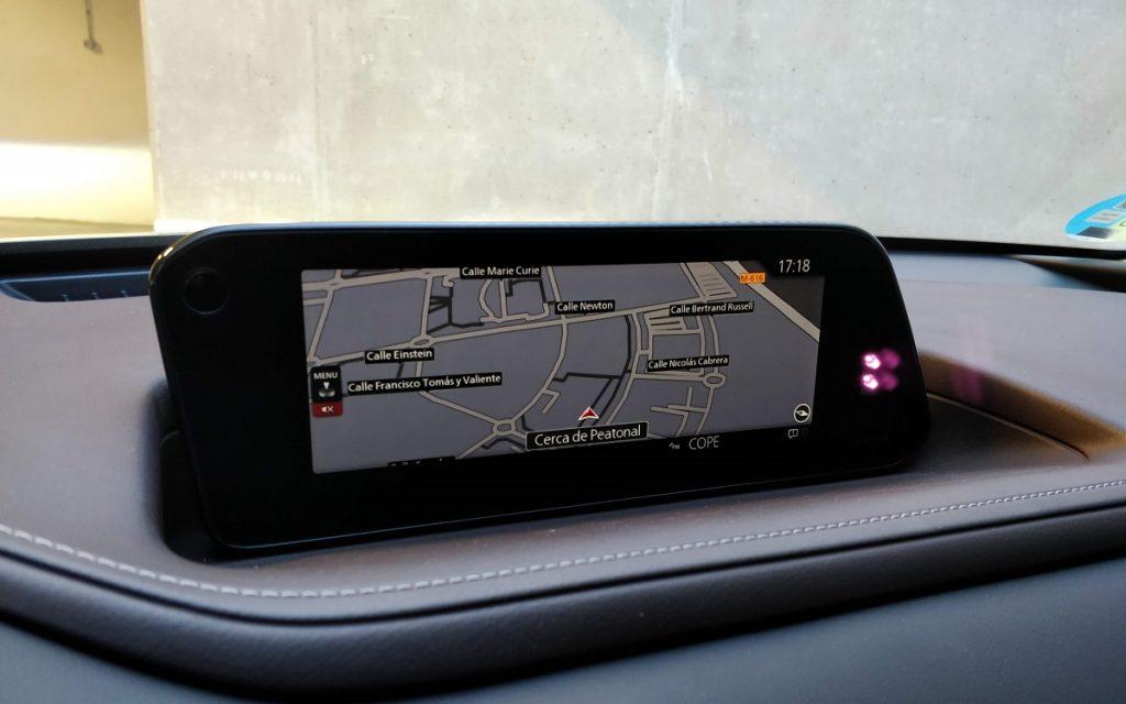 Imagen del sistema multimedia del Mazda CX-30