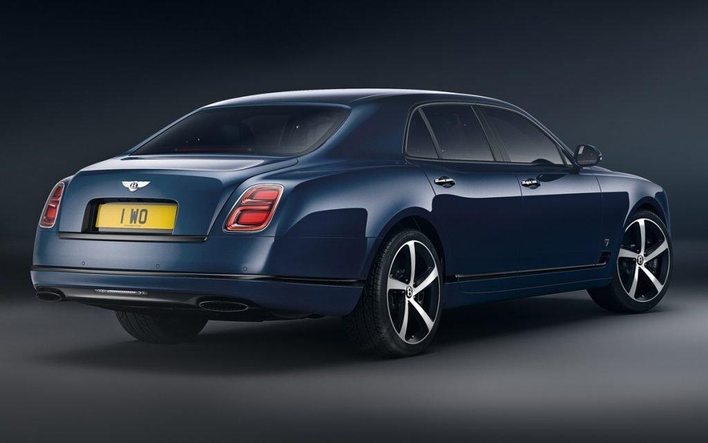 Imagen de un Bentley Mulsanne tres cuartos trasero en estudio