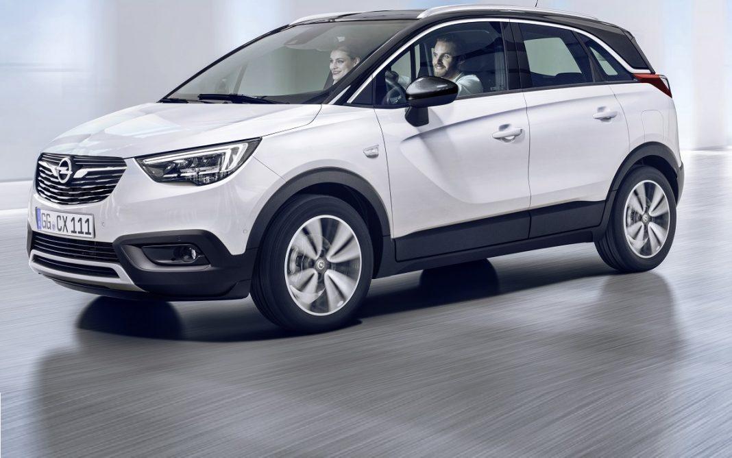 Imagen de un Opel Crossland-X de color blanco en tres cuartos delantero