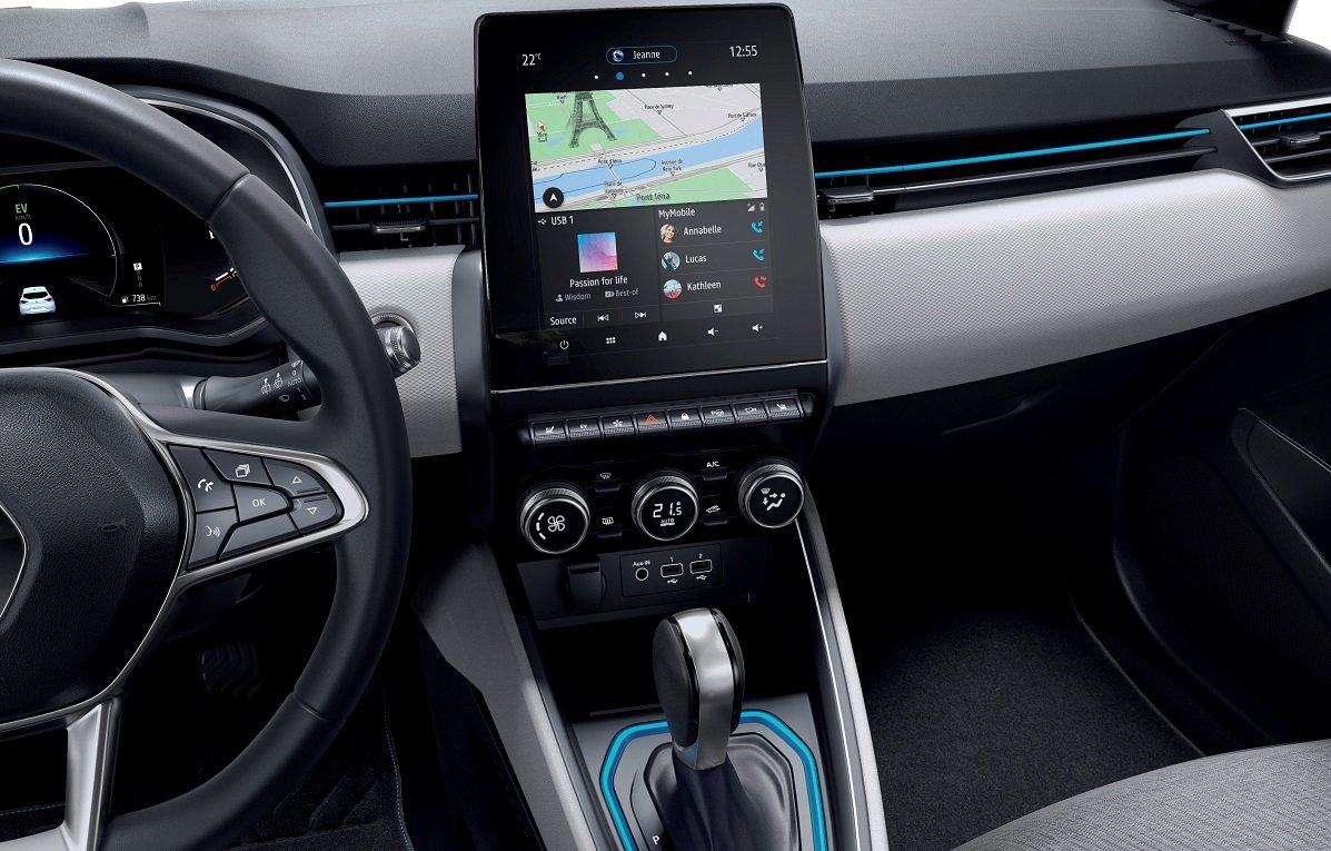Imagen interior de la pantalla central de los Clio y Captur híbridos