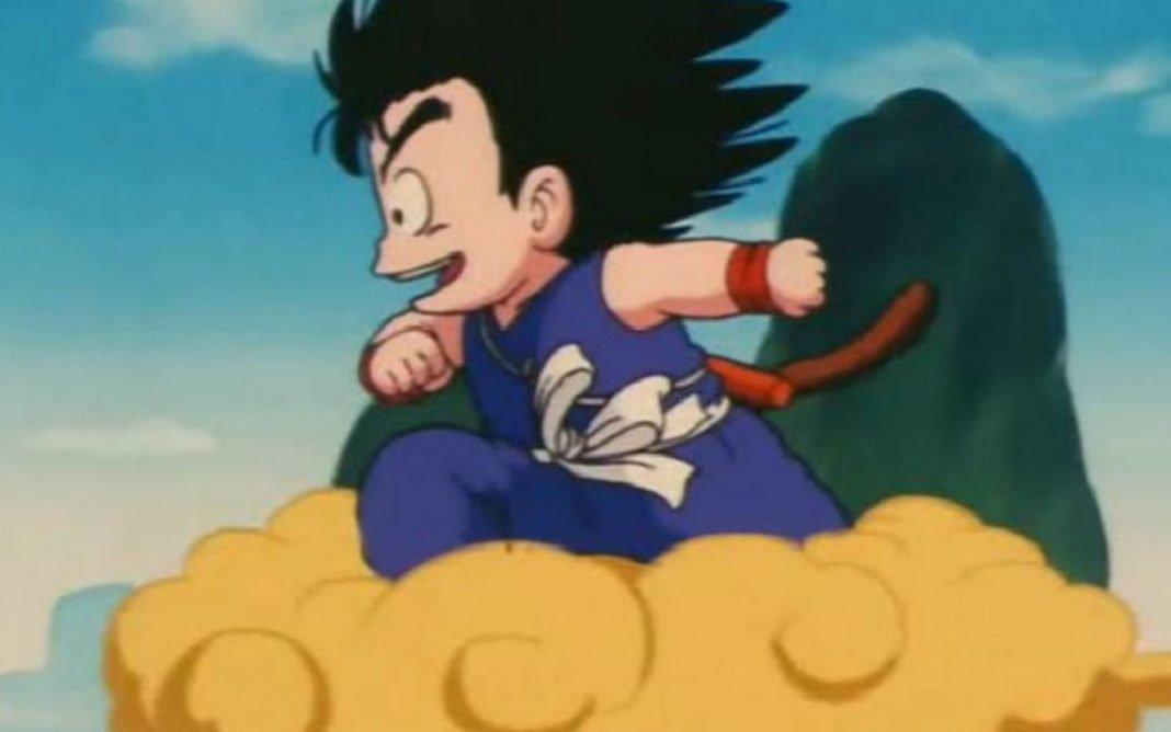 Imagen de Goku, personaje de dibujos animados sobre su nube voladora