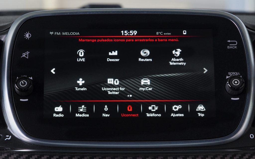 Menú principal de la pantalla multimedia del Abarth 595 Competizione