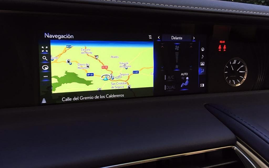 Pantalla central del Lexus LC 500 Cabrio