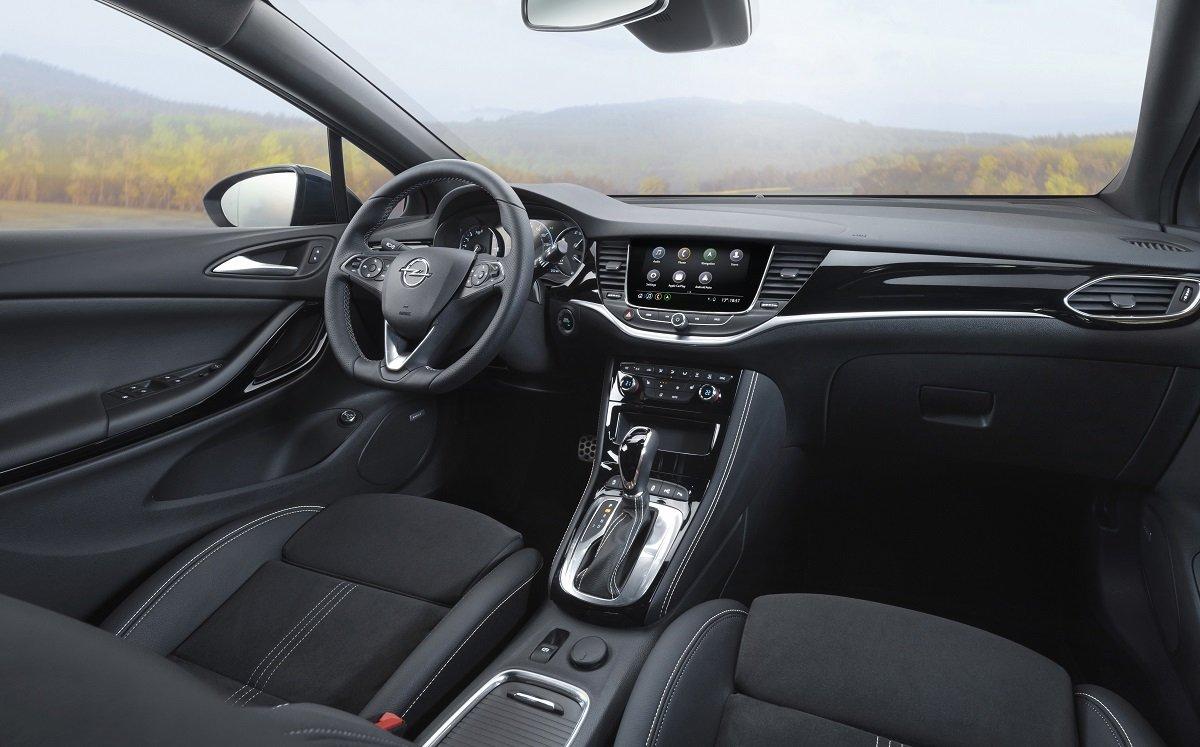 Imagen interior del Opel Astra.