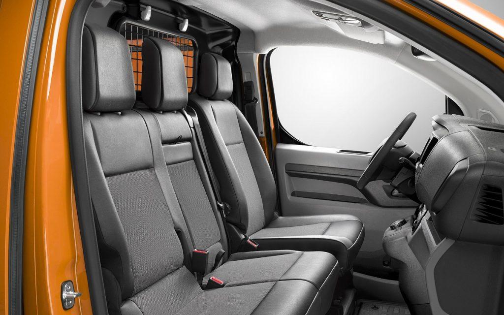 Imagen interior de un Opel Vivaro comercial