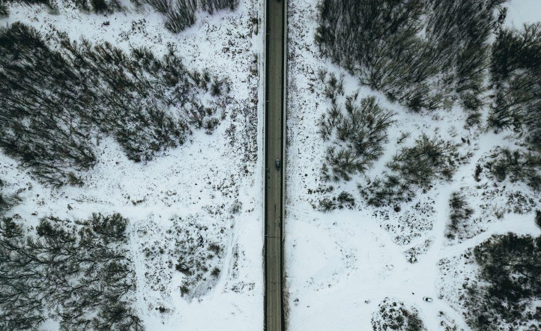 vista aérea carretera nevada