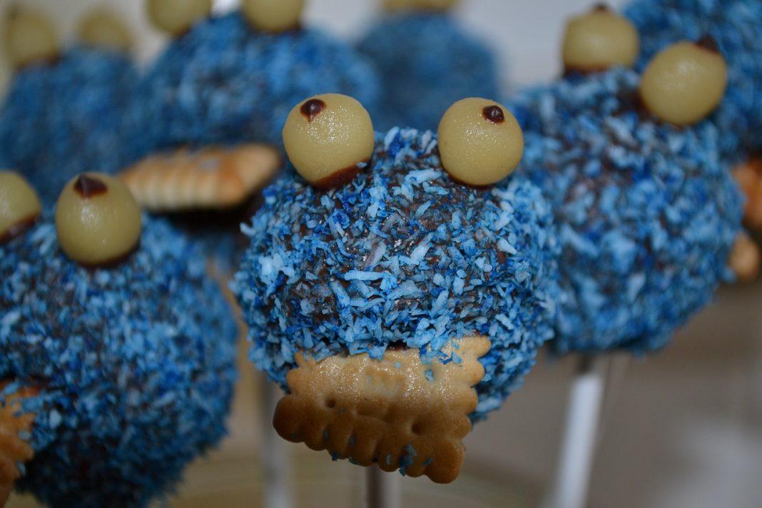 Imagen de bolas dulces con la forma del monstruo de las galletas