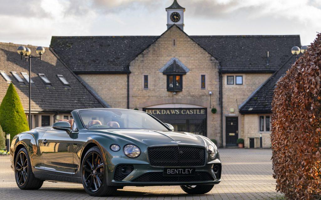 Imagen frontal del Bentley Continental GT Convertible Equestrian Edition