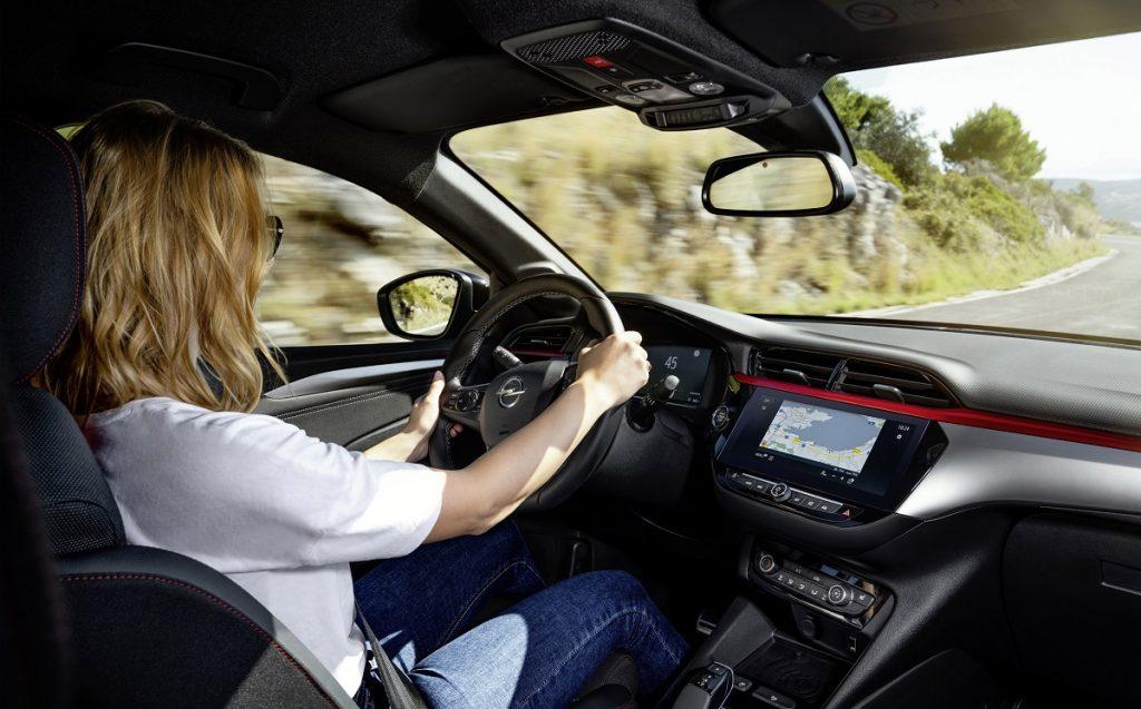 Imagen del interior de un Opel Corsa