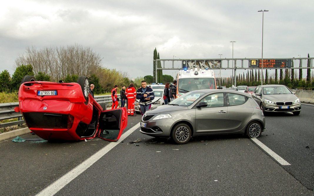 Imagen de un accidente de coche en una carretera italiana