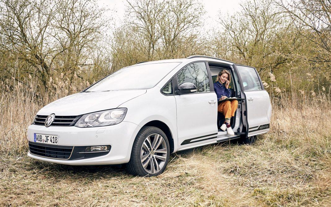 Imagen frontal de una Volkswagen Sharan