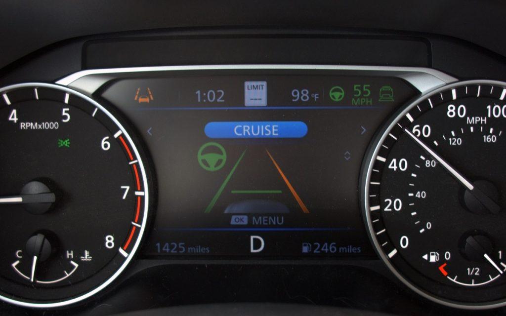 Indicaciones del Nissan Pro Pilot en el panel de instrumentos