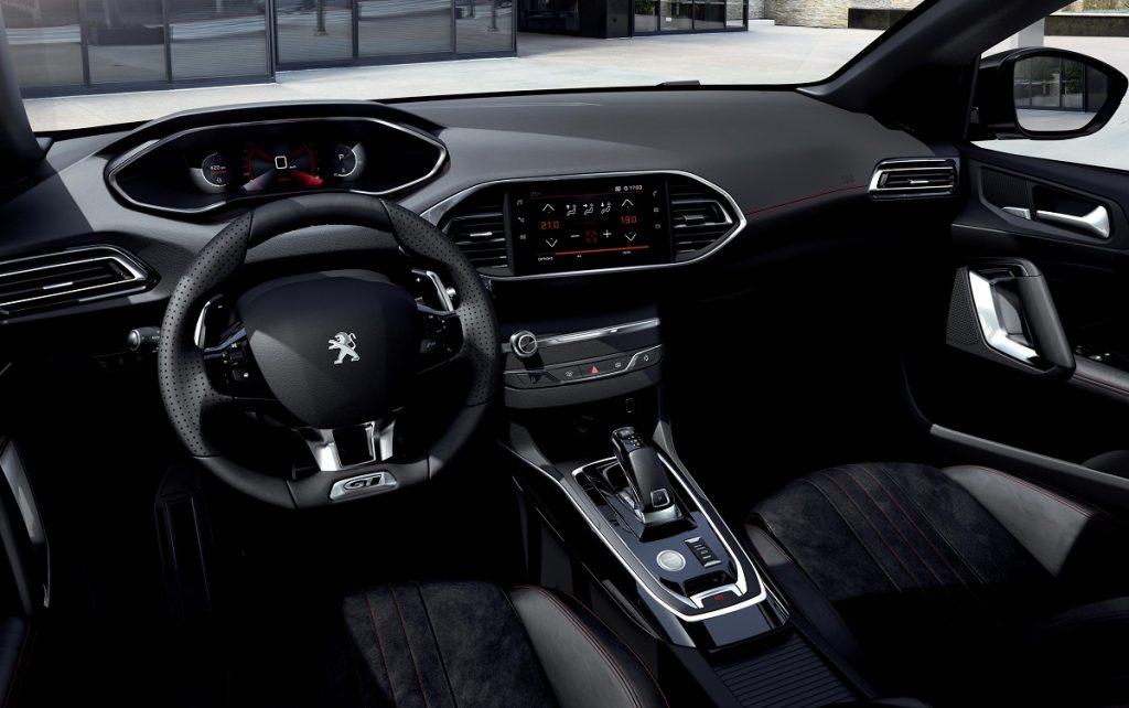 Imagen del salpicadero del Peugeot 308 2020