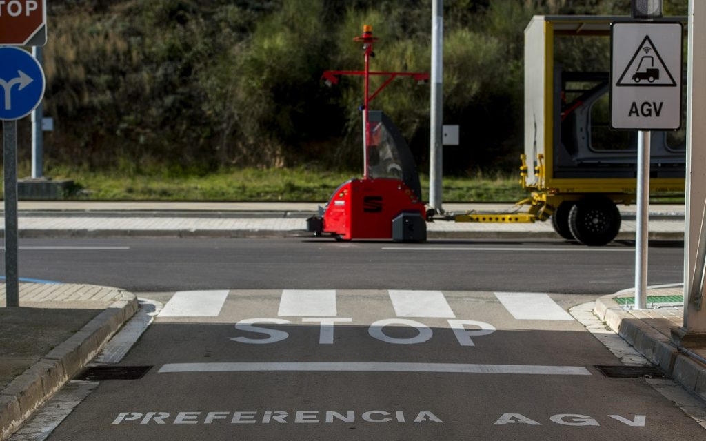 Uno de los Seat Robots AGV en la calle