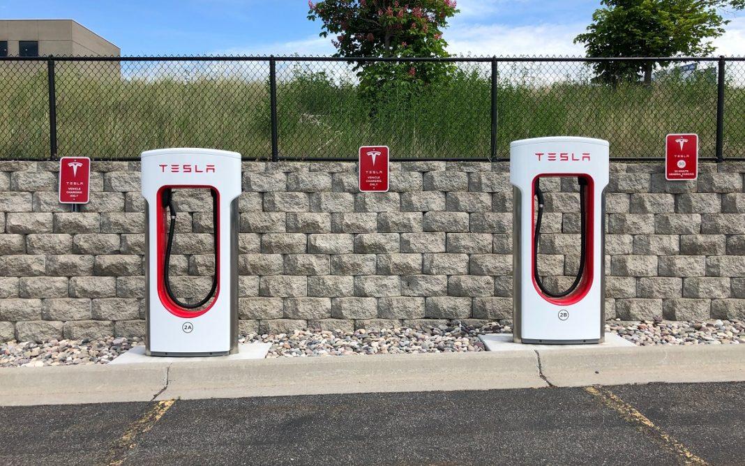 Imagen de unos Tesla SuperChargers
