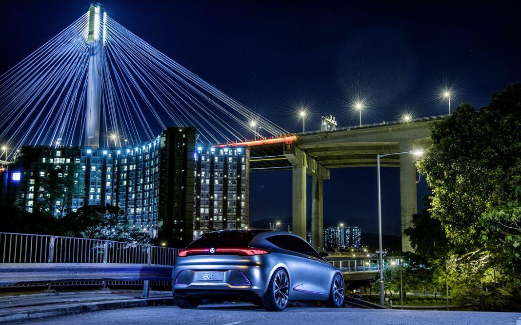 Imagen de un vehículo eléctrico de noche