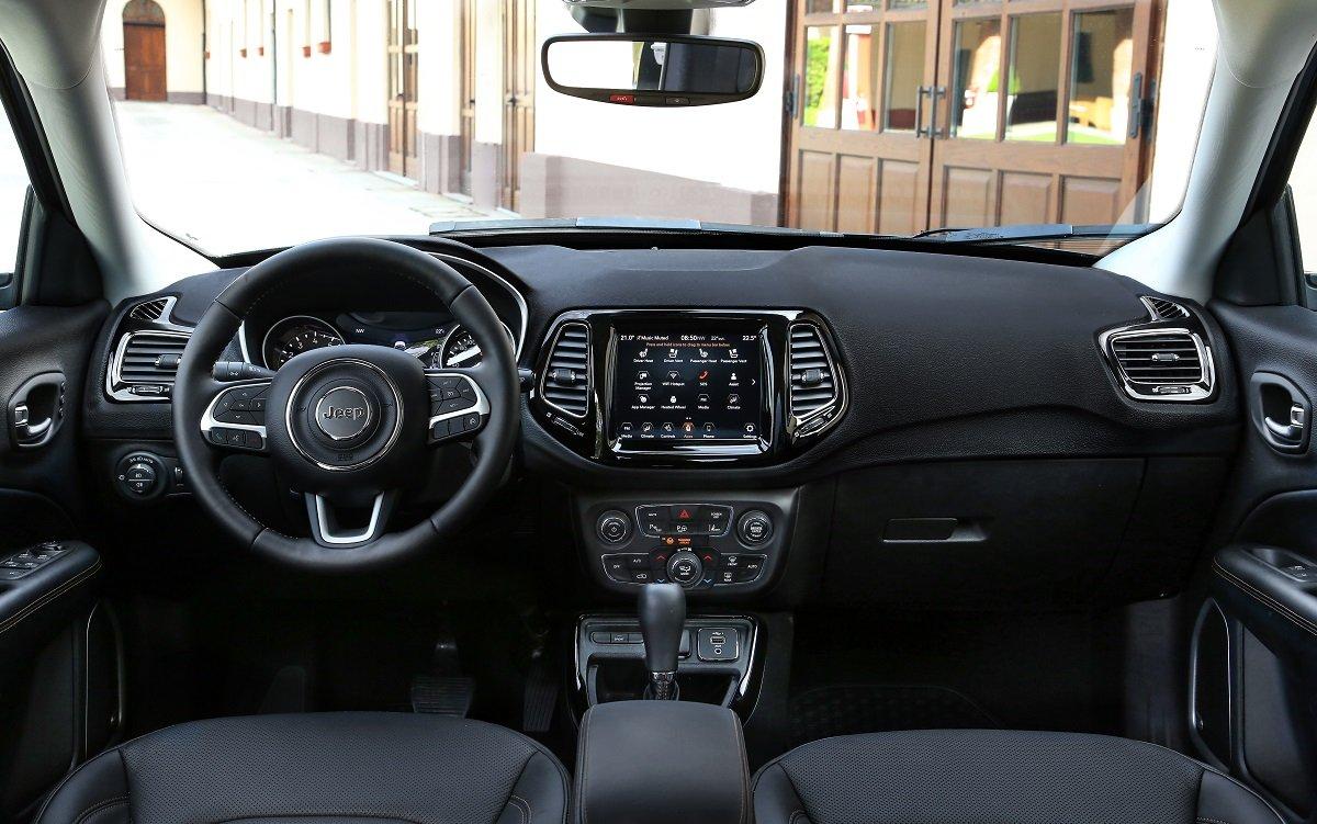 IMagen interior del renovado Jeep Compass 2020
