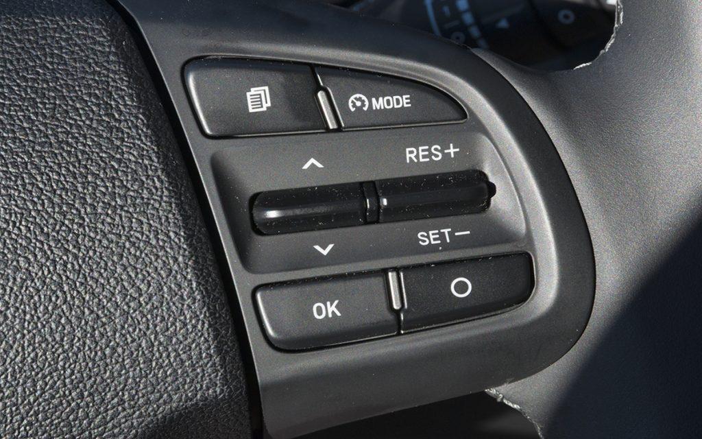 Detalle del control de crucero del Hyundai i10