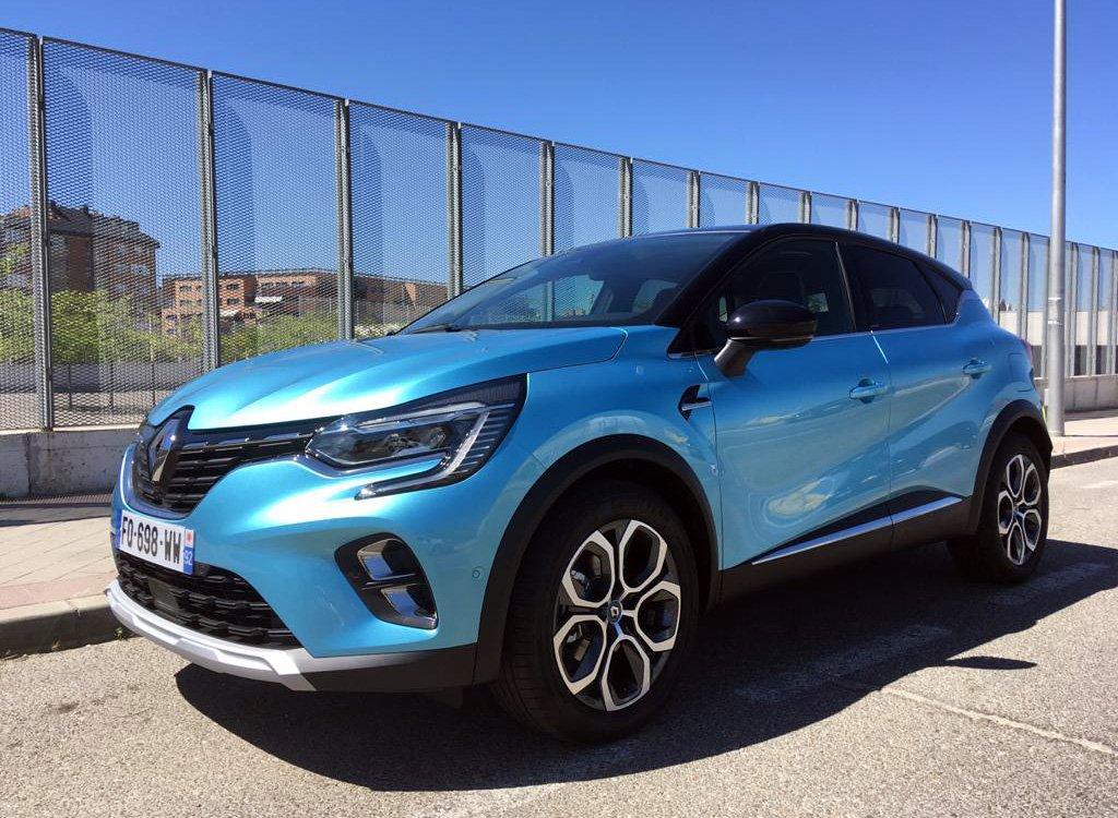 imagen tres cuartos frontal del Renault Captur E-Tech