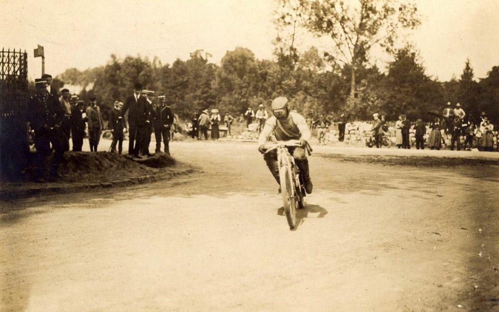 Imagen del transcurso de la carrera de Dourdan en 1905