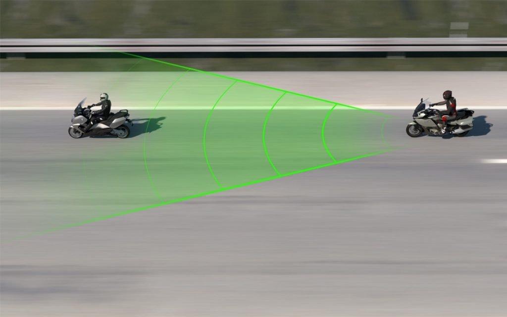 Ilustración del control de crucero de BMW en motos