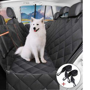 Imagen de un perro en los asientos traseros de un coche