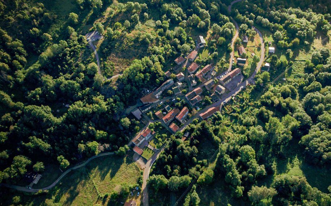 Imagen aérea de Appy, la ciudad que solo tiene coches electricos