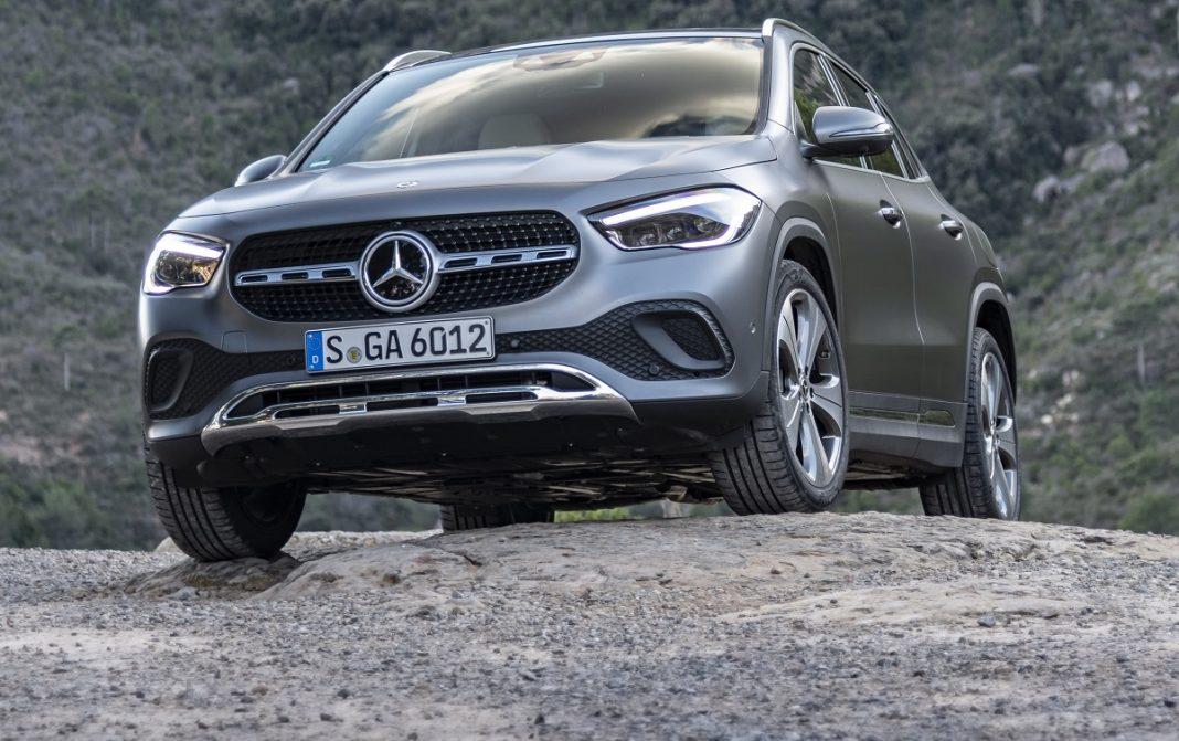 Imagen tres cuartos delantero de un Mercedes GLA