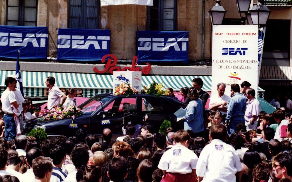 Entrega de su Seat Toledo Podium a Fermín Cacho en Barcelona 92