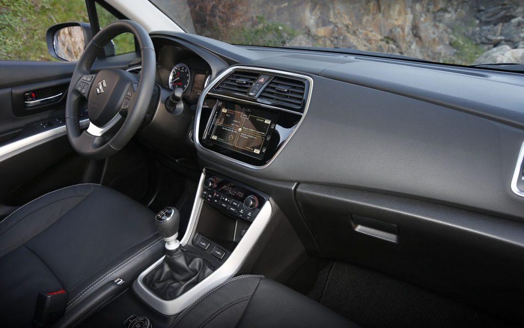 Imagen interior del Suzuki S-Cross de color gris